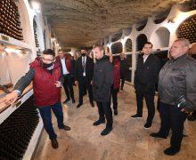 """(FOTO) Combinatul de vinuri """"Cricova"""" vizitat de legendele fotbalului mondial"""