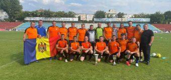 Echipa Procuraturii la minifotbal a revenit din România cu principalul trofeu pus în joc