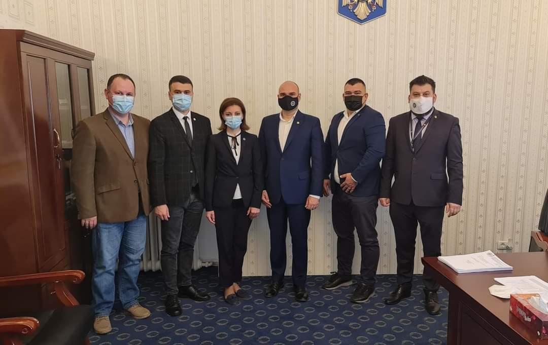 O delegație a CEC efectuează în aceste zile o vizită la București